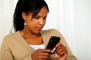Come parlare a una ragazza tramite sms